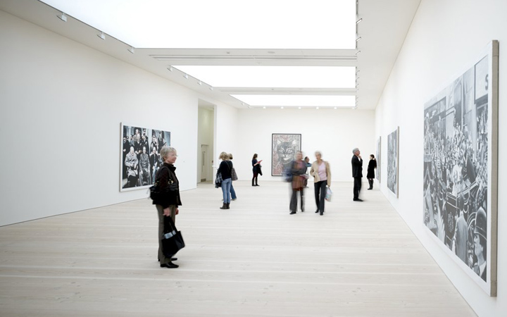 Saatchi Gallery . London
